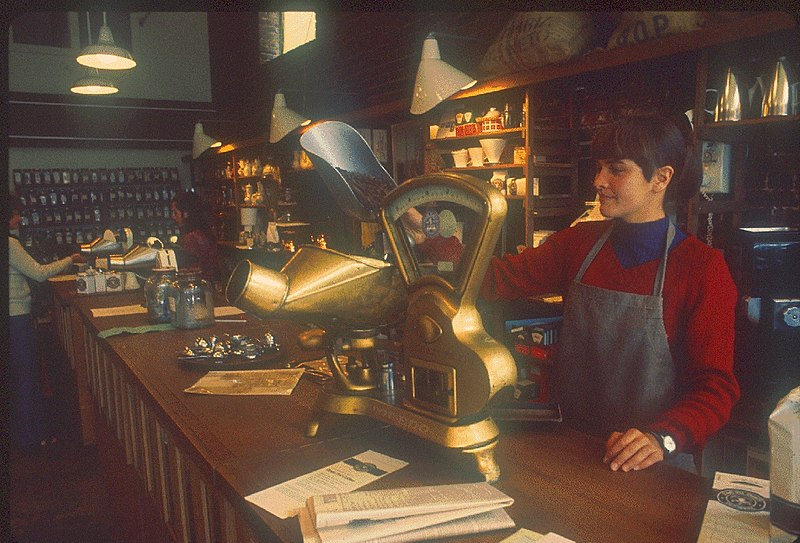 800px-Pike_Place_Market_-_Starbucks_circa_1977A